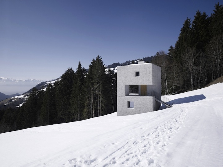 дом в снегах