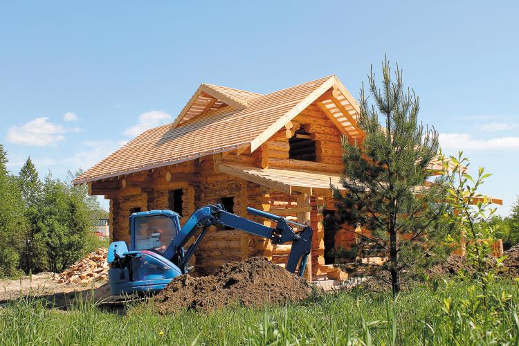 трактор и дом